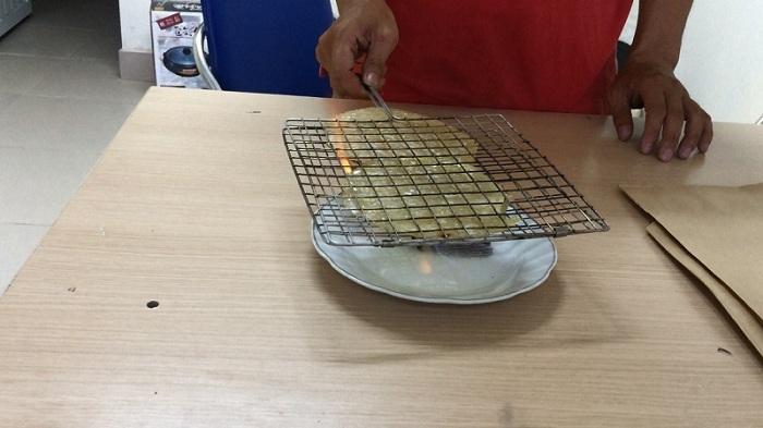 Nướng cá bò khô bằng cồn chín mươi độ