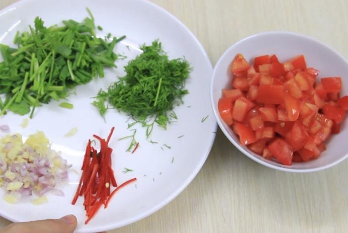 Sớ chế cà chua, ớt và rau thơm