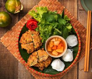 Chả rươi là một món ăn đặc sản, dẫn dã với người Việt Nam
